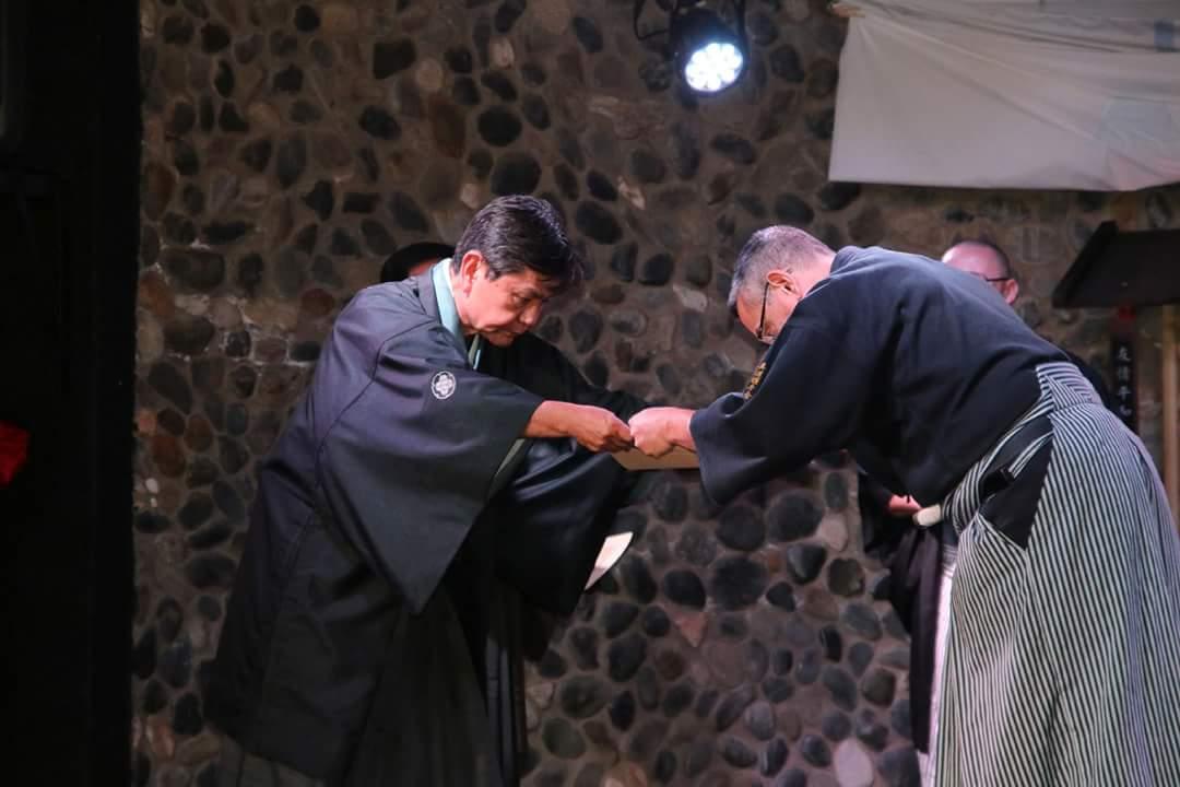 entrega de grado al maestro Miranda del Hanshi Mukai